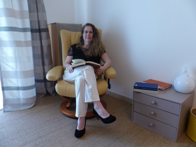 Mireille Colino dans son cabinet